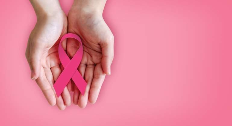 UNOde50 colabora con la investigación del cáncer de mama con una pieza de coleccionista