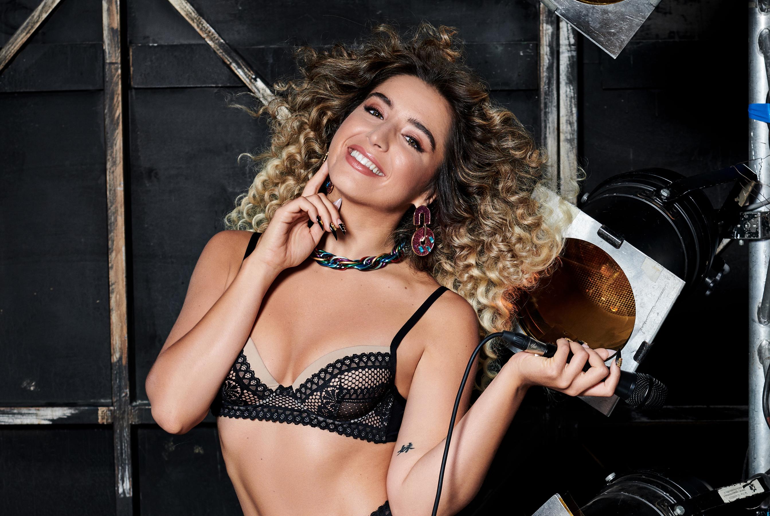 Lola Índigo protagoniza la nueva campaña de Tezenis