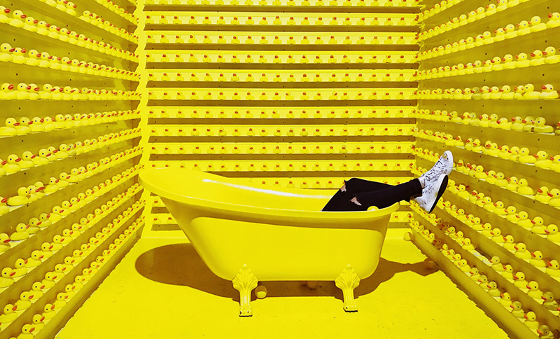 Amarillo Pantone